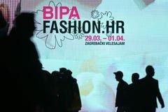 Bipamanier u-modeshow 2017: Embleem, Zagreb, Kroatië Stock Foto
