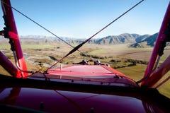 Biplan w locie Obraz Royalty Free