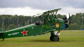 Biplane σπανιοτήτων στο airshow απόθεμα βίντεο