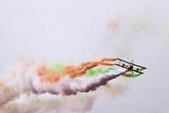 Biplanflyg på Aero Indien Royaltyfri Foto