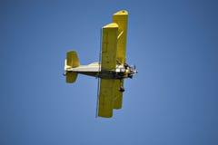 Biplano amarillo Fotos de archivo libres de regalías