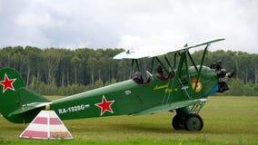 Biplano da raridade no airshow vídeos de arquivo