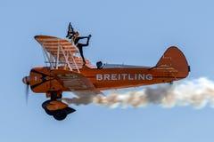 Biplano de Boeing Stearman do vintage do Breitling Wing Walkers fotografia de stock royalty free