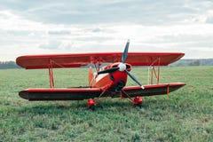 Biplano rojo Fotografía de archivo libre de regalías