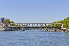 Bir-Hakeim bro, främre område för de Seine Royaltyfri Bild