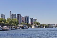 BIR-Hakeim passerelle, district avant de de Seine Photos stock