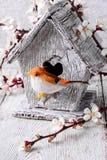 Bird and birdhouse Royalty Free Stock Photos
