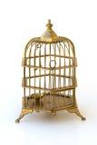 Birdcage adornado de cobre amarillo con la puerta cerrada bloqueada. imagenes de archivo