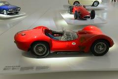 Birdcage und Maerati 250 F - Maserati-Jahrhundertausstellung Maseratis Tipo 60 Stockfotografie