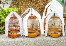 Birdcages en Yuen Po Street Bird Garden en Hong Kong Imagen de archivo
