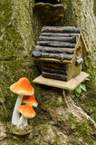 birdhouse δασική σκηνή μανιταριών Στοκ Φωτογραφία