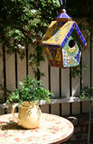 birdhouse φυτό σταμνών Στοκ φωτογραφία με δικαίωμα ελεύθερης χρήσης