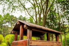 Birdhouse в парке Стоковые Фотографии RF
