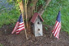 Birdhouse с флагами Стоковое Фото