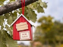 Birdhouse для продажи Стоковое фото RF