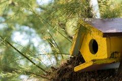 Деревянный birdhouse стоковые фото