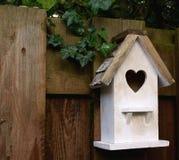 Birdhouse blanc Photographie stock