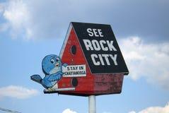 Birdhouse de la ciudad de la roca imagen de archivo