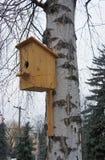 Birdhouse für Vögel lizenzfreies stockbild