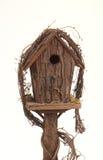 Birdhouse hecho de corteza imágenes de archivo libres de regalías
