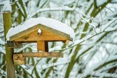 Birdhouse z śniegiem obraz royalty free