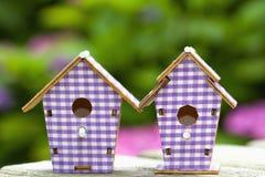 2 birdhouses в саде Стоковые Фото