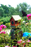 birdhouseträdgård Royaltyfria Bilder