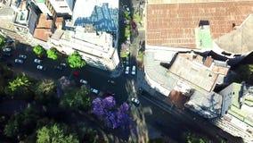 Birdview промежутка времени автомобилей на улице города Сантьяго r видеоматериал