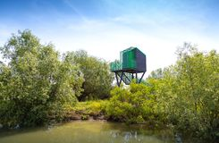 Birdwatching Versteck f?r V?gel im Donau-Delta stockfotografie