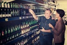 Bière de shooses de couples de stock Image libre de droits