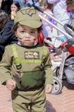 Bière-Sheva, ISRAËL - 5 mars 2015 : Un enfant d'ans dans le costume d'un soldat israélien Golani avec le maquillage - Purim Photo stock