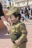Bière-Sheva, ISRAËL - 5 mars 2015 : Un enfant d'ans dans le costume d'un soldat israélien Golani avec le maquillage - Purim Photographie stock libre de droits
