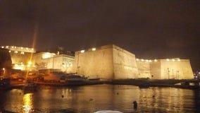 Birgu bij nacht Stock Afbeeldingen