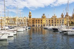 BIRGU, MALTA - MAART 9, 2018: De Birgu-jachthaven van de waterkant voor het Maritieme Museum stock afbeelding