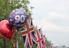 Birhday 2016 för Queens 90th ballong s och Union Jack flaggor kopierar utrymme Arkivbilder