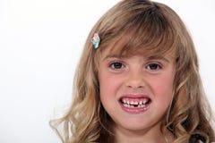 Birl ihre Zähne entblößend Stockbild