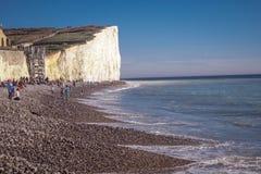 Birling Gap på sju systrar seglar utmed kusten i Sussex royaltyfria foton