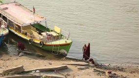Birmańscy michaelita na riverbank Irrawaddy rzeka zbiory