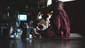Birmańscy michaelita przy świątynią w Myanmar zbiory