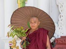 Birmańska michaelita wizyta Shwedagon pagoda Yangon, Myanmar, Birma Zdjęcia Stock