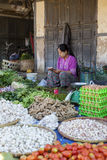 Birmański damy sprzedawanie przy rynkiem, Myanmar Obrazy Stock