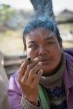 Birmański kobieta dymu cheroot cygaro Obraz Stock