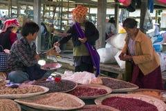 Birmaanse Vrouw - Inle-Meer - Myanmar Stock Foto