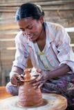 Birmanische Handwerkerin Stockfotografie