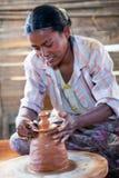 Birmanische Handwerkerin Lizenzfreie Stockbilder