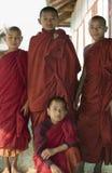 Birmanischer Anfänger-buddhistische Mönche Lizenzfreie Stockfotos