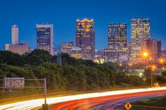 Birmingham, Alabama, carretera de los E.E.U.U. y horizonte imágenes de archivo libres de regalías