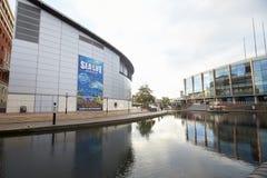 Birmingham, Großbritannien - 6. November 2016: Birmingham-Kanal-alte Linie, die durch Stadt läuft Stockfoto
