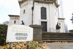 Birmingham, Großbritannien - 6. November 2016: Zeichen außerhalb Hall Of Memory War Memorials in Birmingham Stockbild