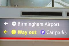 Birmingham Gro?britannien - 03 03 19: Internationaler Bahnhof Birminghams unter dem Flughafen stockfotos